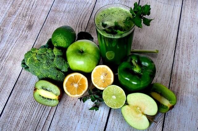 Smoothie ze zelené zeleniny a ovoce